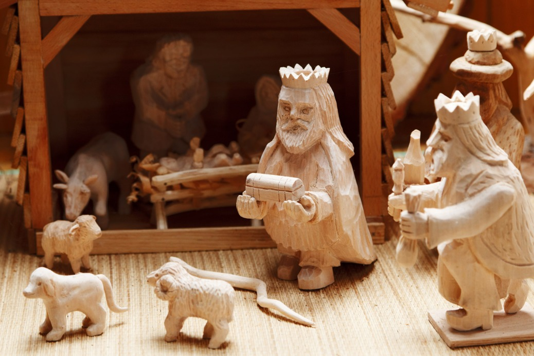 wooden-nativity-scene